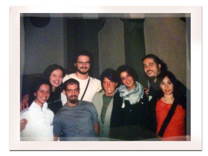 Rena, Novella, Muge, Falco, Eva, Juany, Marione, la moglie di Marione, Alex che fa la foto